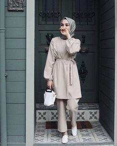 Görüntünün olası içeriği: 1 kişi, ayakta – - Pregnacy and moms Modern Hijab Fashion, Hijab Fashion Inspiration, Abaya Fashion, Muslim Fashion, Modest Fashion, Fashion Clothes, Fashion Outfits, Hijab Fashion Summer, Women's Fashion