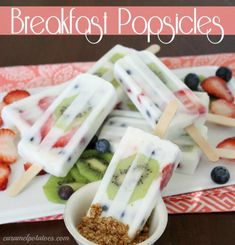 Breakfast Popsicles are the perfect grab n go breakfast on a busy morning. Fruit and yogurt!