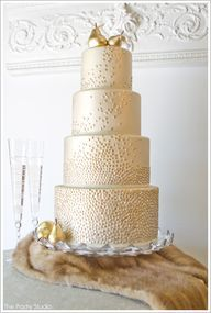 how to decorate a wedding cake