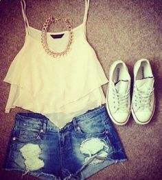 I love this look! The sweetheart style of top matched with the white converse makes this outfit perfect for a summer day out on the town! And the denim shorts are essential for summer! Cute Summer Outfits, Spring Outfits, Casual Outfits, Cute Outfits, Summer Clothes, Outfit Summer, Girly Outfits, Summer Shorts, Winter Outfits
