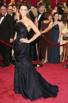 """Elle's top 15 best Red Carpet Looks of all time !   Penelope Cruz : This black, draped Chanel dress reminds me a lot of John Singer Sargent's painting, 'Madame X'. Looking like a painting is always a good thing in my book, and Sargent's [masterpiece] made a black dress seem like more than just a black dress."""""""