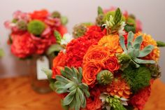 Orange bouquet with succulents | Powell Gardens wedding via handmakerofthings.com