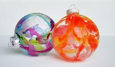 Do it yourself christmas ornaments cera las fiestas y abstracto diy crayon ornaments solutioingenieria Image collections