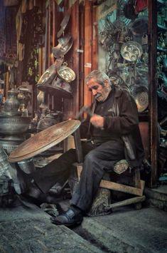 Istanbul, Les Artisans, Turkish People, Sculpture Metal, Turkish Art, Foto Art, World Cultures, People Around The World, Alter