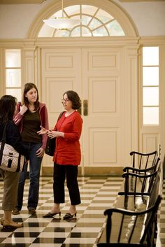 Faculty Member Mandy Savitz-Romer Talks with Students in Longfellow Hall