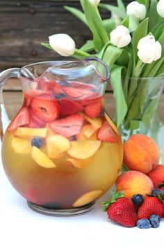 Look no further for your spring soirée cocktail! This white peach spring sangria recipe with Wente Chardonnay and St. Germaine liqueur is fruity perfection! Peach Sangria Recipes, Margarita Recipes, Tequila, Fruit Drinks, Yummy Drinks, Beverages, Creamsicle Drink, Blood Orange Sangria, Cocktails