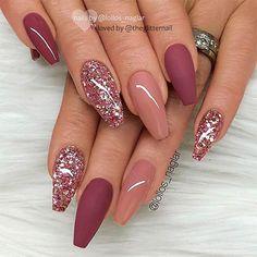 nails pink and gold - nails pink . nails pink and white . nails pink and black . nails pink and blue . nails pink and gold Mauve Nails, Burgundy Nails, Rose Gold Glitter Nails, Sparkle Nails, Burgundy Nail Designs, Dark Pink Nails, Purple Glitter, Pink Purple, Glitter Nikes