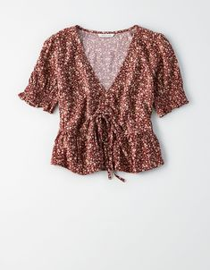 Shop Women's Blouses from American Eagle today! Our Blouses for Women are available in a variety of styles, colors and fits including lace, floral, peasant, smocked and more. Crop Top Outfits, Cute Casual Outfits, Summer Outfits, Stylish Outfits, Look Street Style, Mens Outfitters, Eagle Outfitters, Urban Outfitters, Cute Tops