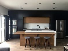 cool What You Need to Know About Fabulous Modern Kitchen Sets on Simplicity, Efficiency and Elegance The design is created up in a Turkish style. Modern Kitchen Cabinets, Modern Farmhouse Kitchens, Black Kitchens, Rustic Kitchen, Cool Kitchens, Kitchen Backsplash, Kitchen Flooring, Island Kitchen, Eclectic Kitchen