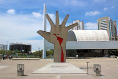 A famosa Mão da América Latina. O símbolo do Memorial.