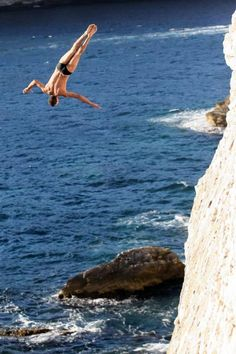 Here's David Colturi jumping this weekend in the World Cliff Diving Series.