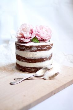 Normally, wedding cakes are is the conventional cake being dished up to the visitors at the breakfast after the wedding. It is identified as a huge cake, different from the normal cakes we have on regular occasions. Pretty Cakes, Beautiful Cakes, Amazing Cakes, Beautiful Desserts, Fancy Cakes, Mini Cakes, Cupcake Cakes, Nake Cake, Bolos Naked Cake