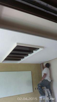 Plafones tablaroca con luz indirecta sala pinterest for Laminas para techos interiores