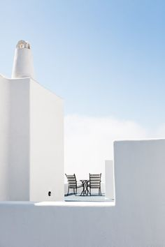 minimalistic Greece : white and blue color combination