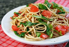 Spaghetti con rúcula y tomates (V)