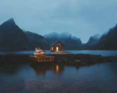 Cabin in Lofoten Islands, Norway. [1280x1024] [OS] : CabinPorn
