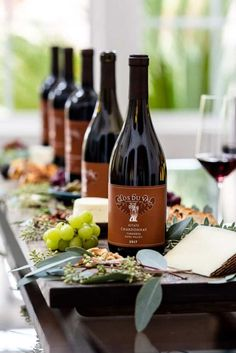 How to host a wine tasting party at home: tips for picking out wines, wine party themes, wine tasting party menu, and more! A fun party with friends! Wine Tasting Events, Wine Tasting Party, Tasting Menu, Wine Parties, Wine And Cheese Party, Wine Cheese, Homebrew Recipes, Party Food And Drinks, Italian Wine