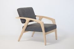 Lounge chair version of the Mantis chair.