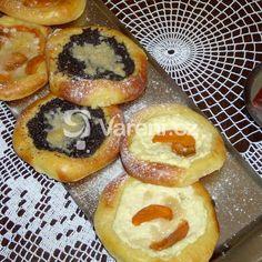 Sádlové koláče recept - Vareni.cz Bagel, Doughnut, Chili, Food And Drink, Bread, Breakfast, Baking Ideas, Nova, Morning Coffee