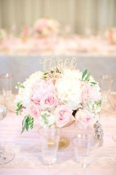photo: Hannah Suh Photography; Glamorous wedding centerpiece idea