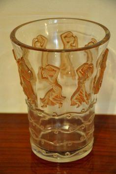 """René LALIQUE vase """" DANSEUSES """" en verre moulé pressé patiné sépia , modéle créé le 26 octobre 1938 , signé R.LALIQUE France sous la base. R.LALIQUE catalogue raisonné de l'oeuvre de verre par Félix Marcilhac page 469 modèle 10-924."""