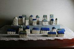 도자기집 Bookends, Tiny Houses, Furniture, Home Decor, Home, Small Homes, Decoration Home, Room Decor, Little Houses