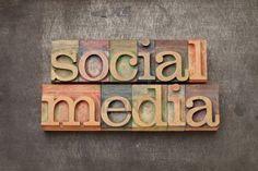 14294839-social-media--internet-networking-concept--text-in-vintage-letterpress-wood-type-against-grunge-meta.jpg (400×267)