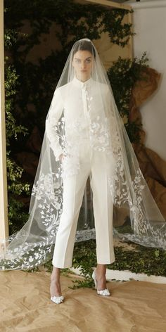 Dress Pants Outfits for Weddings A Modern Bride Trend Pants to Your Wedding Trend 2019 27 Wedding Pantsuit & Jumpsuit Ideas Dress Pants Express Bridal Pants, Bridal Jumpsuit, Bridal Shoes, Women's Dresses, Bridal Dresses, Wedding Pantsuit, Wedding Suits, Wedding Veil, Dress Wedding