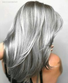 25 silver hair color looks absolutely gorgeous - new ladies .- 25 Silber Haarfarbe Sieht absolut herrlich aus – Neue Damen Frisuren 25 silver hair color looks absolutely gorgeous color - Ombre Hair Color, Cool Hair Color, Grey Ombre, Ash Ombre, Brunette Color, Silver Grey Hair, White Hair, White Blonde, Silver Blonde