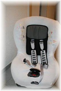 ♥ Luusmeitlifashion ♥: Sommerbezug für unseren Autositz aus einem Bettlaken http://muggelchens-kuschelwear.blogspot.ch/2008/07/sommerbezug-fur-unseren-autositz.html DIY nähen Kindersitzbezug Kindersitz