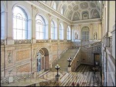 Napoli - Scalinata d'ingresso del Palazzo Reale