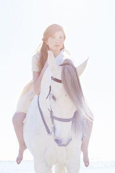 Alba Soler Photography // Sa makeup Style // Silvia Soler boutique // Mermaids // Fashion // Editorial // Horse