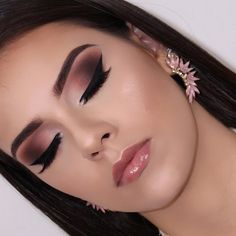 Pageant and Prom Makeup Inspiration. Find more beautiful makeup looks with Pageant Planet. Glitter Makeup, Glam Makeup, Makeup Art, Face Makeup, Pink Makeup, Vegas Makeup, Makeup Trends, Makeup Inspo, Makeup Inspiration