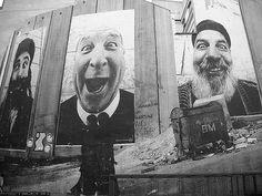 Kunstenaar JR, Face 2 Face project... wie is wie? Bewustwording van de  gemeenschappelijke delers. In dit project zijn de verschillen tussen Israëliërs en Palestijnen haast niet meer te zien.