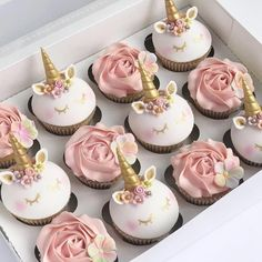 Tag a friend you would share these yummy unicorn cupcakes with Source: unicorngalaxycom Mini Cakes, Cupcake Cakes, Gateau Baby Shower, Unicorn Cupcakes, Salty Cake, Unicorn Birthday Parties, Birthday Cake, Cute Desserts, Savoury Cake