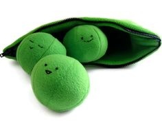 Stuffed Animal Pattern - Peas in a Pod Plush Toy (pattern for sale) Sewing Toys, Sewing Crafts, Sewing Projects, Sewing Ideas, Sewing Stuffed Animals, Stuffed Animal Patterns, Love Sewing, Baby Sewing, Pdf Sewing Patterns