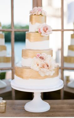Naples, Florida Wedding as seen on www.cecistyle.com. #florida #wedding #naples #summer #spring #luxury #cecistyle #design #custom #annaluciaevents #pink #blush #cream #ivory #gold #reception #cake #weddingcake