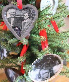 "Znalezione obrazy dla zapytania ""family photos on christmas tree"""
