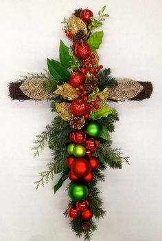 Pin By Beverly Davenport On Church Decorations Christmas Christmas Makes, Christmas Art, Christmas Decorations, Church Decorations, Cemetary Decorations, Cemetery Flowers, Grave Flowers, Christmas Flower Arrangements, Floral Arrangements