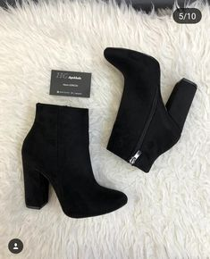 Different Types Of Sneakers – Sneaker Deals High Heel Boots, Heeled Boots, Bootie Boots, Black Ankle Boots, Pretty Shoes, Beautiful Shoes, Cute Boots, Dream Shoes, Mode Outfits