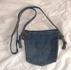 A Redneck Dingbat Quilter: Jean Pocket Purse Tutorial – Purses And Handbags Diy Jean Pocket Purse, Denim Purse, Hip Purse, Diy Jeans, Jean Crafts, Denim Crafts, Pocket Craft, How To Make Purses, Denim Handbags