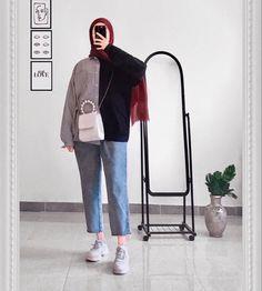 Ootd Hijab, Hijab Chic, Hijab Outfit, Casual Dresses, Casual Outfits, Fashion Dresses, Uni Outfits, Mode Abaya, Hijab Fashionista