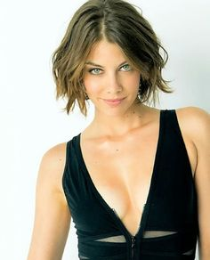 One of the many reasons I watch The Walking Dead. Lauren Cohan as Maggie Greene! This is how I want my hair Lauren Cohan, Beautiful Celebrities, Beautiful Actresses, Gorgeous Women, Beautiful People, Hot Girls, Maggie Greene, Kate Mara, Celebrity Crush