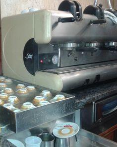 #Campania #Napoli #caffe CCC - Mai chiedere un caffè freddo o pretendere di trovare bustine di zucchero sul bancone!