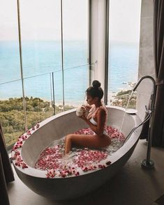 hotel arquitectura 44 Fantastic Pics That Will Make Your Hump Day Complete - Funny Gallery Milk Bath Photography, Photography Poses, Relaxing Bath, Luxe Life, Rich Life, Boudoir Photos, Adele, Dream Vacations, Jacuzzi