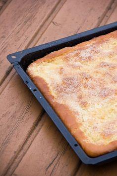 Es gibt Wochenenden, da steht mir der Sinn nach Kalorienbomben. Meistens sind das Kuchen. Wenn ich im Erzgebirge unterwegs bin, gibt es häufig Zuckerkuchen, der wegen seiner Einfachheit so gut schmeckt. Dünner Hefeteig mit Butter und Zucker überdeckt und fertig ist ein Hochgenuss. Zuckerkuchen schmeckt mir einen Tag nach dem Backen am besten. Dann ist der Weiterlesen...