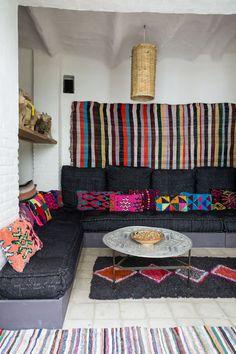 Maison de Terre avec des tapis Berbère, tapis Benchérouite |MilK decoration
