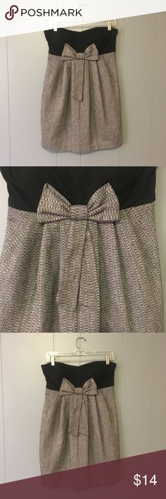 💖STRAPLESS HERRINGBONE BOW DRESS💖 This dress is in excellent used condition I think I've worn it once maybe I've always had a big chest to I tend to shy away from strapless but it's super cute. This would be perfect to wear for the holidays or as a Christmas dress with a sweater and tights! Charlotte Russe Dresses Strapless