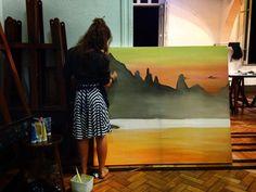 Belas imagens do Instagram transformadas em quadros. Essa é a ideia da artista plástica Mariana Revelles, que se jogou de cabeça nesse projeto que resultou em telas impressionantes e lindas com reproduções reais das paisagens do Rio de Janeiro.