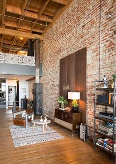 Many people love brick walls. And the brick walls are there for a reason. With a brick walls at your home, your home will never go out of style. A beautifully finished space with exposed brick is both modern and elegantly nostalgic of the past. Loft Estilo Industrial, Industrial Living, Industrial Interiors, Industrial Bedroom, Vintage Industrial, Industrial Style, Industrial Design, The Brick Furniture, Loft Design